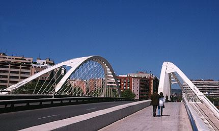 Bac de roda bridge barcelona by santiago calatrava for Gimnasio bac de roda