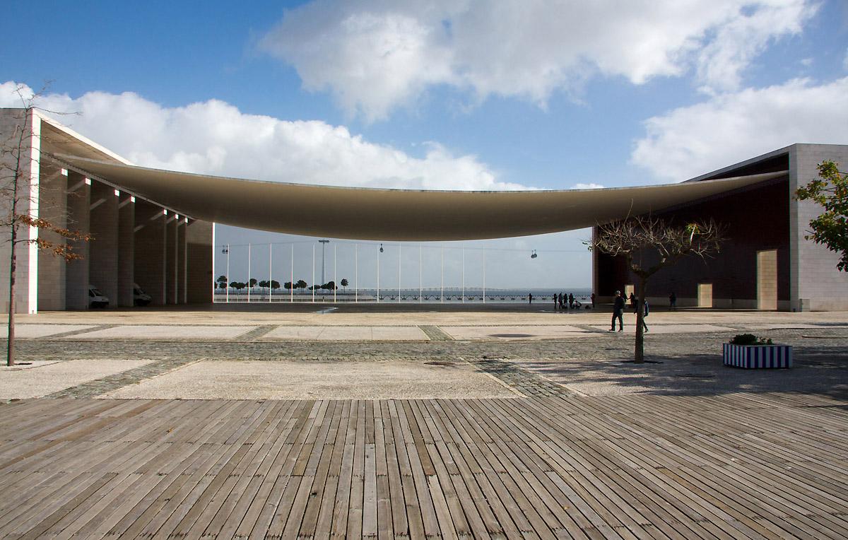 Portuguese national pavilion lisbon by alvaro siza for Architecture lisbonne