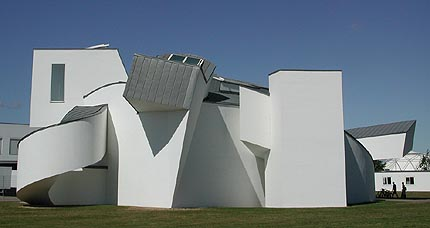 Vitra design museum by frank gehry for Vitra museum basel